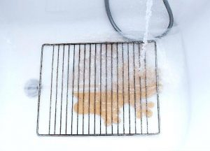 30 Minutes Method To Remove Burnt On Food And Grease From Oven Racks