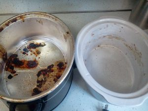 No-Scrub Method To Clean The Inside Of A Slow Cooker